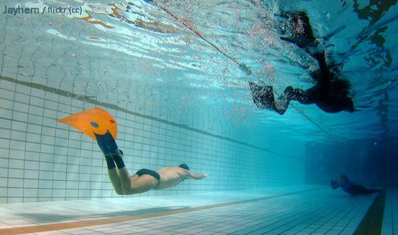 Как да изберем плавници за подводно плуване в басейн?